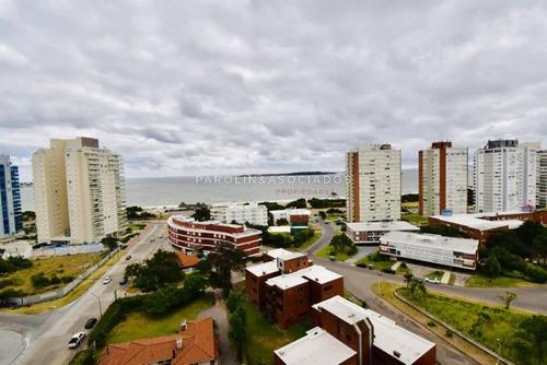 Departamento De 2 Dormitorios En Torre Sunrise, Mansa, Punta Del Este-ref:983