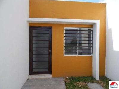 Casa Sola En Venta Hacienda Del Nogal; Cerca De Av. Benito Juárez, Por Ferretería El Caminante