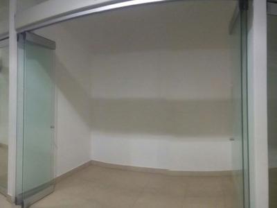 Tienda En El Mas Moderno Mall Del Peru.