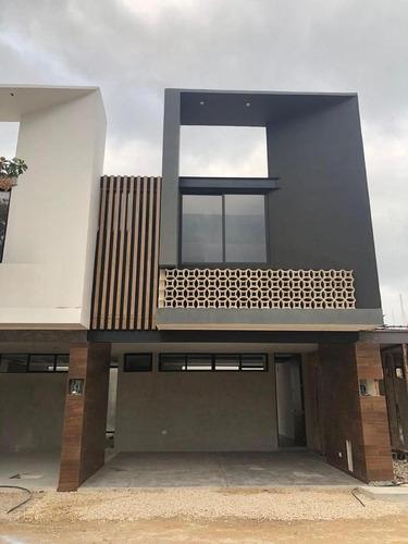 Imagen 1 de 7 de Casa En Condominio - Fraccionamiento Jardines De Chuburna