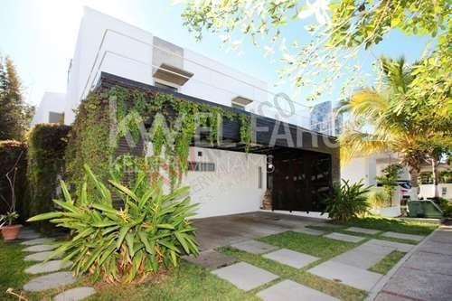 Moderna Casa En Venta En Club Real Coto Privado En Mazatlan