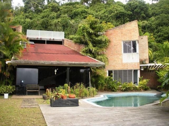 Venta De Casa En Urb. El Hatillo/ Código 20-637/ Jelka H
