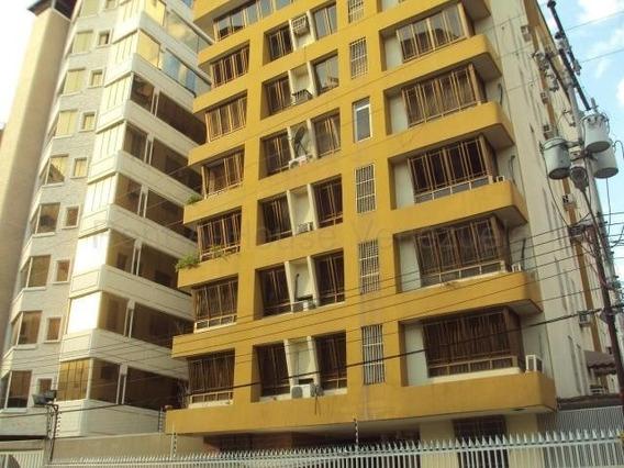 Apartamento En Venta San Isidro, Maracay 20-8762 Hcc