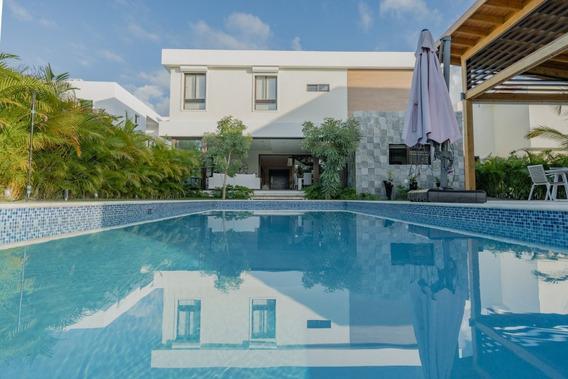 Venta De Hermosa Y Amplia Villa En Punta Cana Village