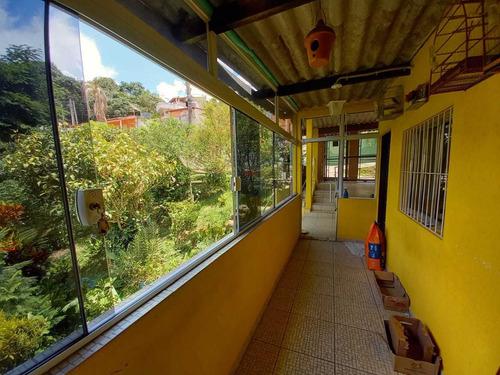 1.640 M², Casa Com 04 Dormitórios, Churrasqueira E Garagem !