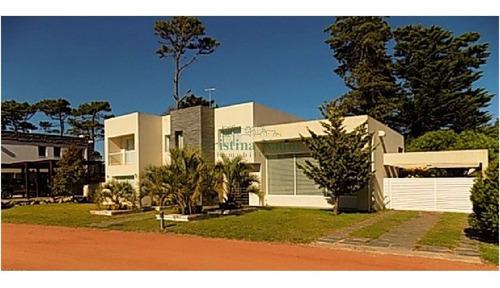 Excelente Casa En Boulevard Park. Mansa- Ref: 18116