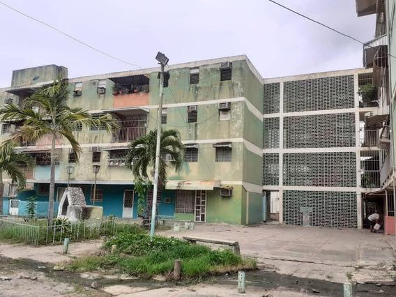 Apartamento En Venta En La Isabelica Valencia 20-21372 Gav