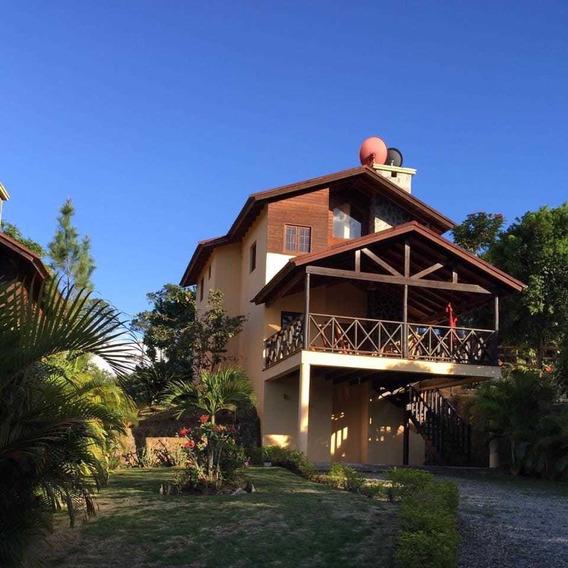 Oportunidad, Hermosa Cabaña En Jarabacoa