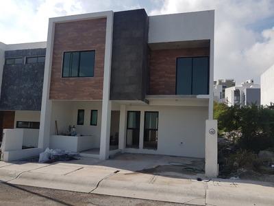 Hermosa Casa Sola En Fraccionamiento Zibata