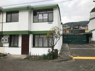 En El Sur De Quito! En Venta Casa Esquinera! Bajó Su Precio!