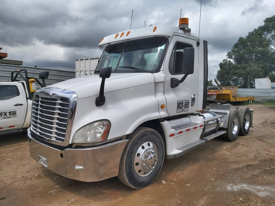 Tractomula Freightliner Cascadia.