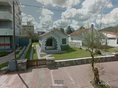 Casa De 3 Dormitorios Enfrente La Rambla, Capacidad 7 Pers!