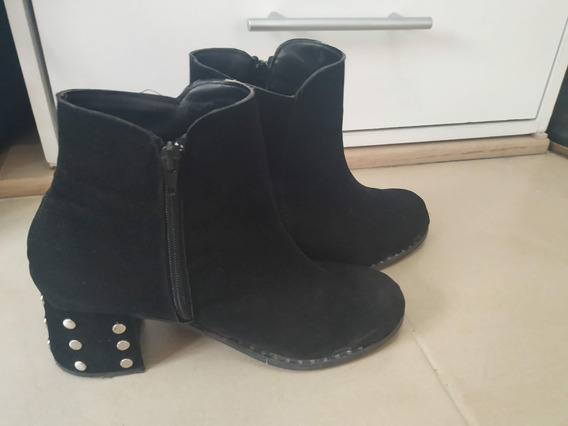 Botas Negras Gamuzadas Con Tachas