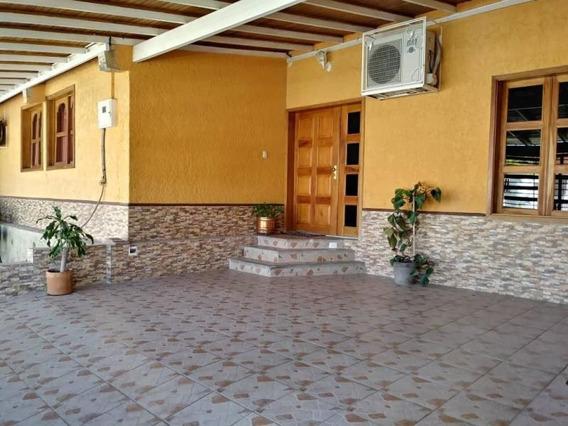 Casas En Venta Cabudare 20-6416 Rg