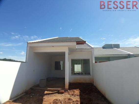 Excelente Casa Com 2 Dormitorios E Garagem Coberta - V-940