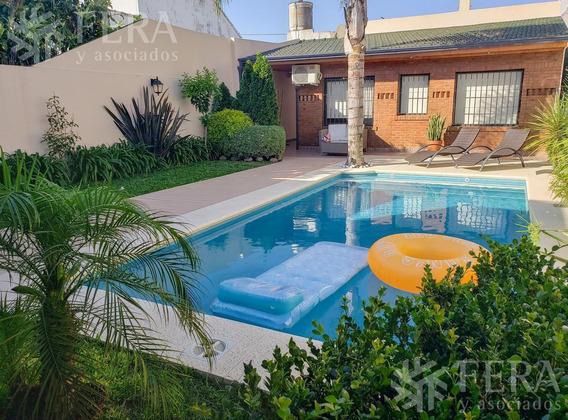 Venta De Hermosa Casa De 4 Ambientes Con Piscina, Quincho Y Cochera En Bernal (21208)