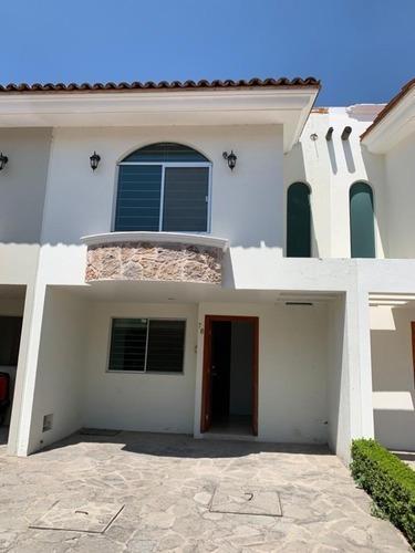 Casa Renta Dentro De Coto En Col. Francisco Sarabia Zapopan