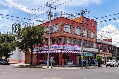 Casa Habitación En Venta Con 2 Departamentos Independientes Y 2 Locales Comerciales En Cdmx