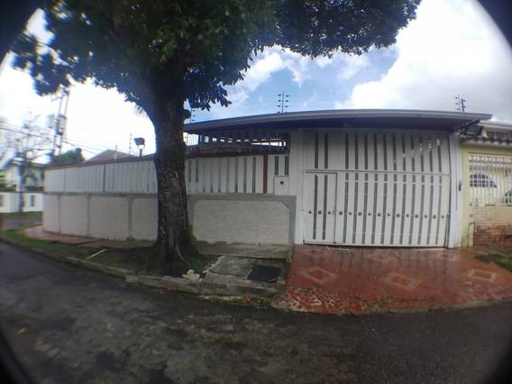 En Venta Casa En La Urb. Mérida, Esquinera Con Gran Potencia