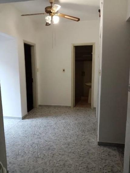 Alquiler Casa En Jacinto Vera. 2 Dormitorios. Patio