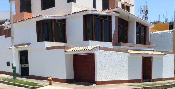 Casa De 05 Ambientes, 03 Baños, Car Port, Piscina.