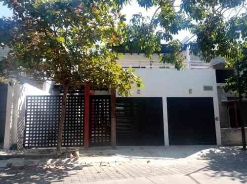 Casa En Renta En Vía Láctea Residencial Santa Gertrudis, Colima