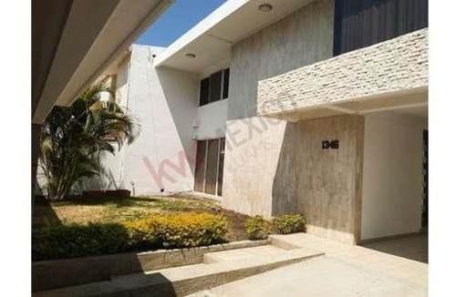 Casa En Venta En Fraccionamiento El Mirador, A Media Cuadra De La Calle 12 Poniente