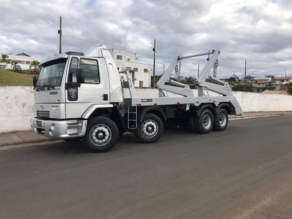 Cargo 2428 Bitruck, Cabinado, Poliguindaste Duplo