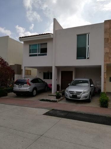 Bonita Casa De Venta En Solares, Coto Saveira