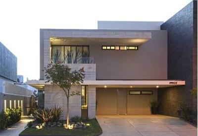 Venta De Preciosa Residencias En Lomas De Juriquilla, 4 Recs