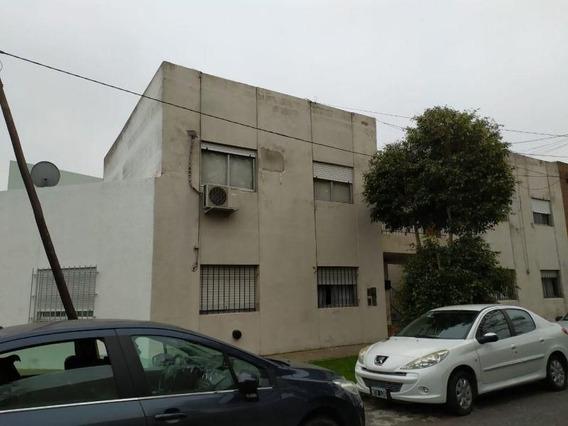 Venta De Departamento 2 Dormitorios En Tolosa, La Plata.