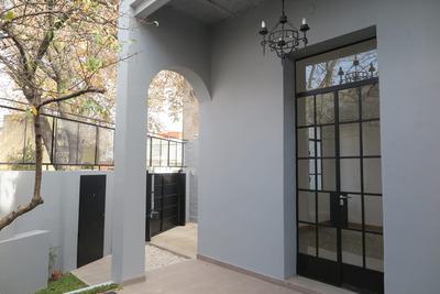 Casa Diseño 180m2. 4 Ambientes Con Jardín, Patio Y Cochera