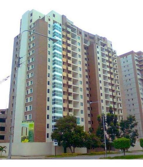 Apartamento En Venta En Base Aragua, Maracay. 21-12934 Lln