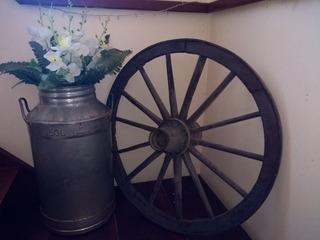 Roda Antiga De Carroça De Madeira E Ferro Antigo Decoração