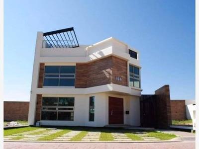 Casa Sola En Venta Residencial La Excelencia, Zona Plateada, Con Alberca Y Casa Club.