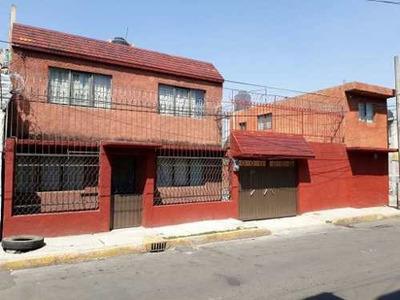 En Esquina, Con Local Comercial A Pie De Calle Y Departamento Independiente