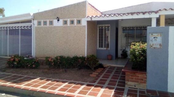 Townhouse En Alquiler, Zona Oeste, Eduardo Moran 19-20521