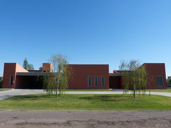 Casa En Venta, 2 Dormitorios, Parrilla. La Elina, Comarcas