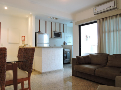 Flat De 2 Dormitorios , 2 Banheiros , 2 Vagas De Garagem