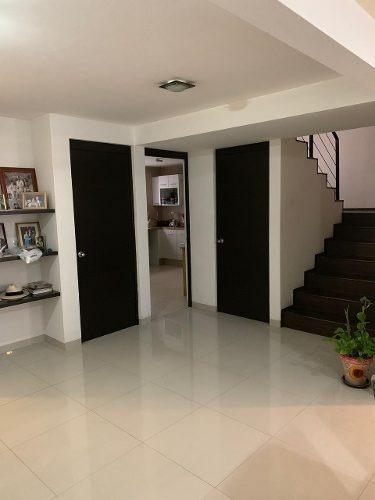 Moderna Casa En Condominio Bien Ubicada