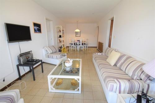 Apartamento En Brava, 2 Dormitorios  Complejo Parquemar Center- Ref: 3803