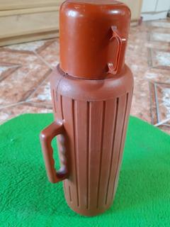 Termo Plástico Con Vaso Frío/ Calor Usado. Excelente Estado