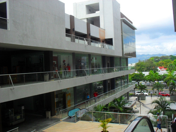 Local Comercial En Plaza En La Juan Pablo Duarte