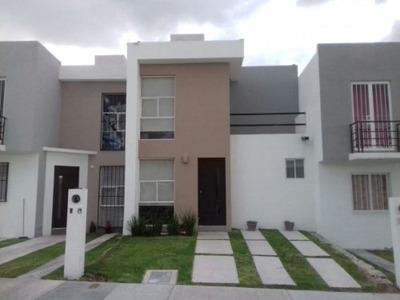 Preciosa Casa Nueva Modelo vista, Amenidades: Alberca, Asador, Casa Club.