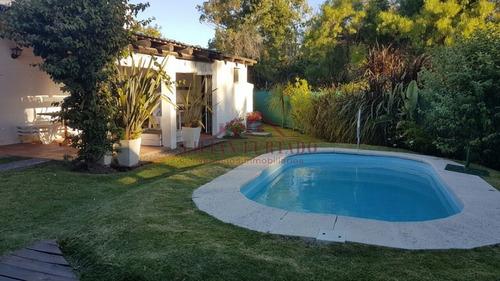 Casa En Venta Y Alquiler Con Piscina Y Amplia Barbacoa Punta Del Este - La Barra- Ref: 318
