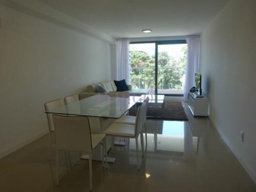 Departamento En Punta Del Este, 2 Dormitorios 2 Baños Con Terraza- Ref: 683