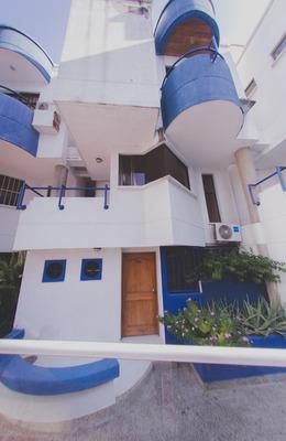 Casa En Crespo De 3 Habitaciones, Con Aparta-estudio