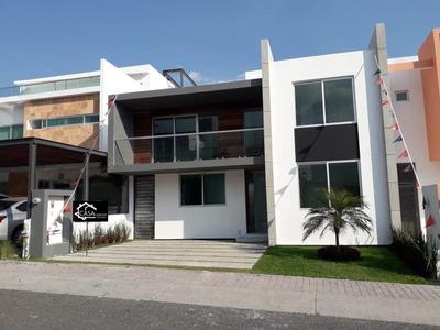 Hermosa Residencia En El Refugio, 3 Recámaras, Estudio, Jardín, Premium Equipada