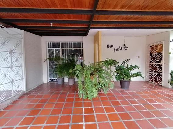 Casa En Venta Las Mercedez 19-17330 Rb