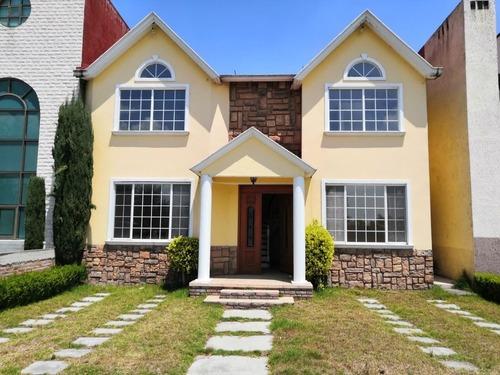 Bonita Casa En Fraccionamiento En Toluca